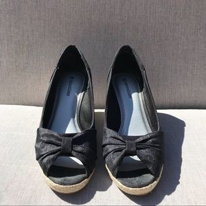 Black Knotted Wedges Naturalizer